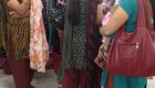 Nepal: 未婚か既婚かわかるサリーを着たよ Wore a Saree
