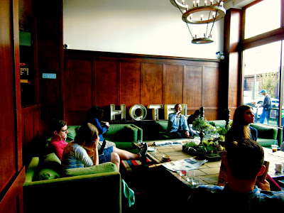 "coffee shop in Portland ポートランド名物 コーヒー好きを唸らせる Stumptown ""切り株""カフェ"