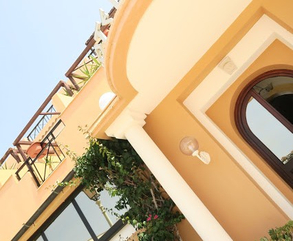 ランペデューサのホテル&お祭り!Festival &Hotel in Lampedusa, Italy