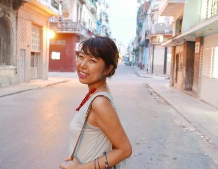 Cubano episode 知らない人同士ぶつかった後、笑顔で手を握り合うキューバ人を真似したい