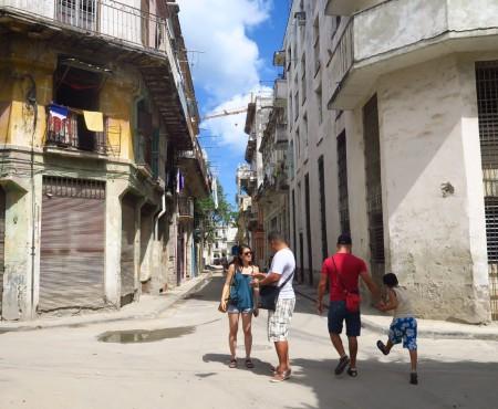 Cubano episodes:道は調べないで聞け。美人を見たらクラクションを鳴らせ。キューバの常識があなたを変える?