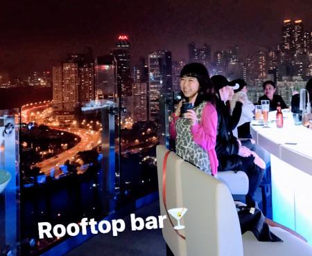 Rooftop Bar in Hong Kong 100万ドルの夜景を屋上で見ながら一杯。