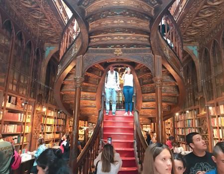 世界一美しい本屋と駅とコミュニティ World most beautiful Bookstore and Station