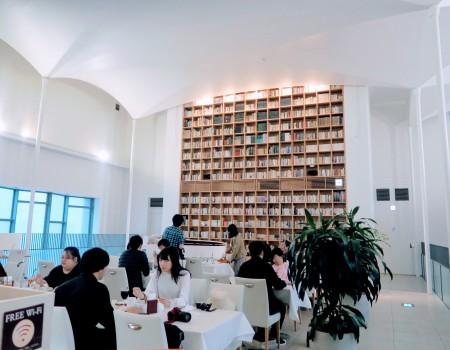 レトロな北菓楼 札幌本館でソフトクリーム Ice Cream in old library Sapporo