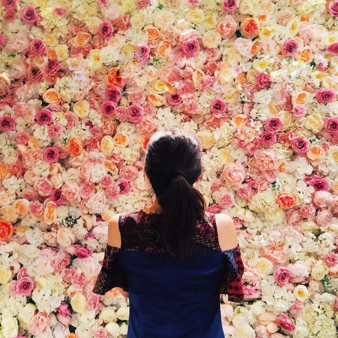 脳内お花畑 🌷🌸🌻🌼💐 ソウルは買い物&カフェ天国😇 姉妹でソウル行って、コスメ・エステ・カフェなど女子女子してきた👯♀️ _________ 📍Seoul,South Korea Seoul is a heaven for gals. Cosmetics , Spa, shopping and cute cafes! This cafe is full of flowers 💐 ! __________ #flowercafe #arriate #seoul #seoultravel #travelkorea #back #backshot #backshot #wind #gannam #girlstrip #instatravel #ガンナム #ガンナムスタイル #花 #カフェ #ソウル #韓国 #女子旅 #韓国女子旅 #アリアッテ