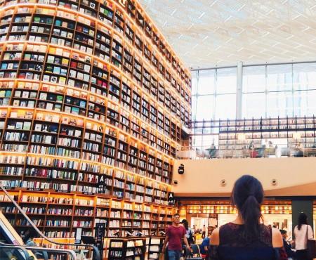 韓国ガンナム おしゃれな図書館